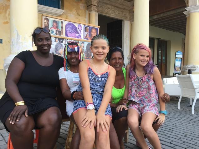 Making new friends in Plaza Vieja